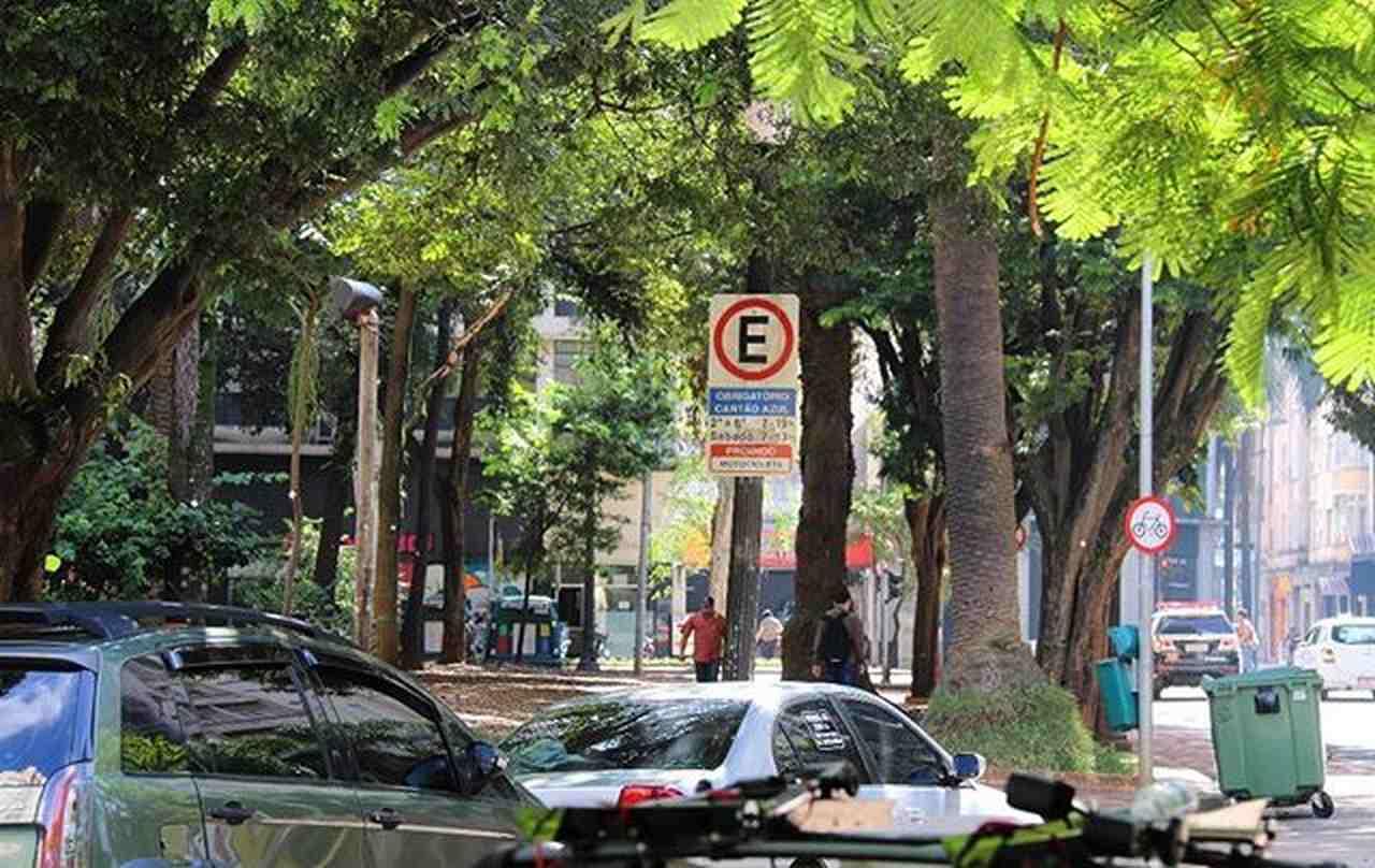 Como funciona o estacionamento rotativo Zona Azul no feriado?