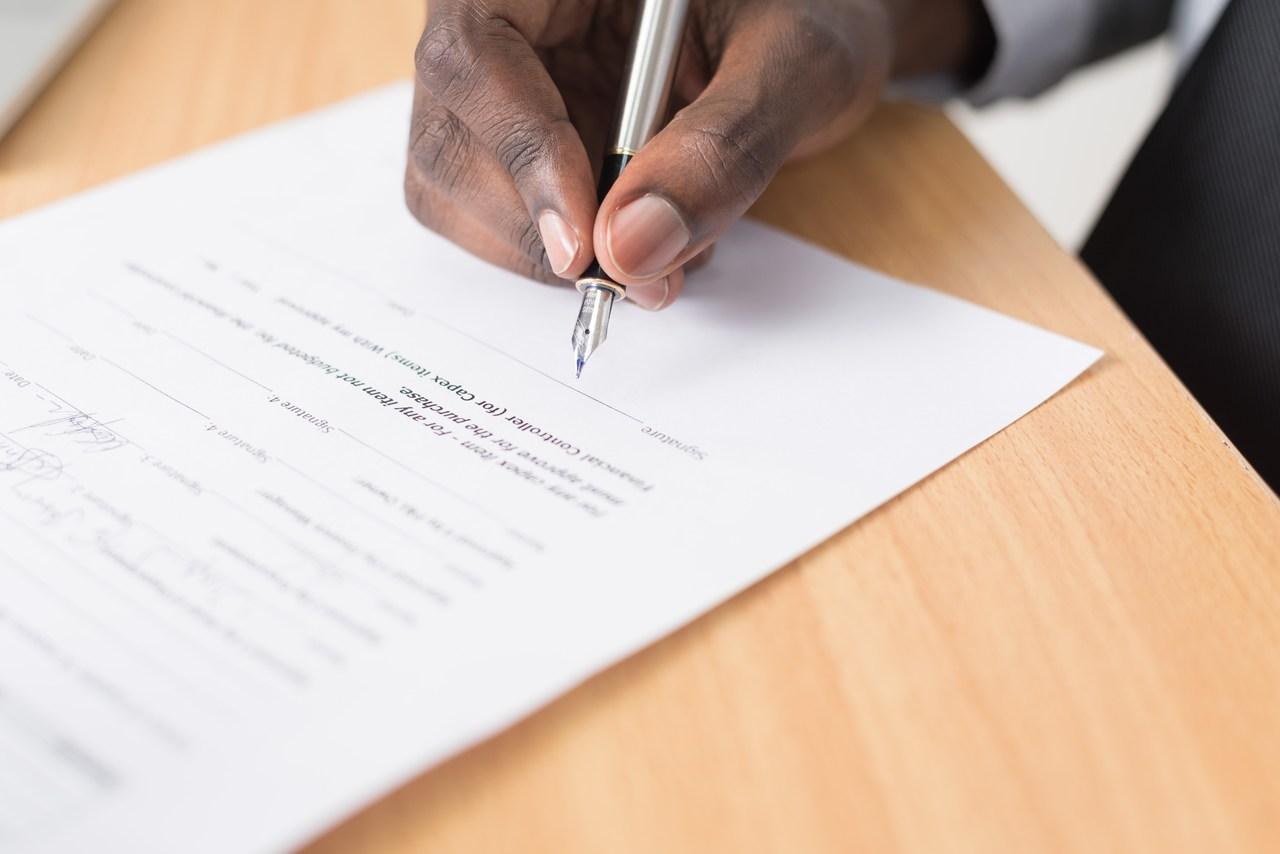 assinatura no documento