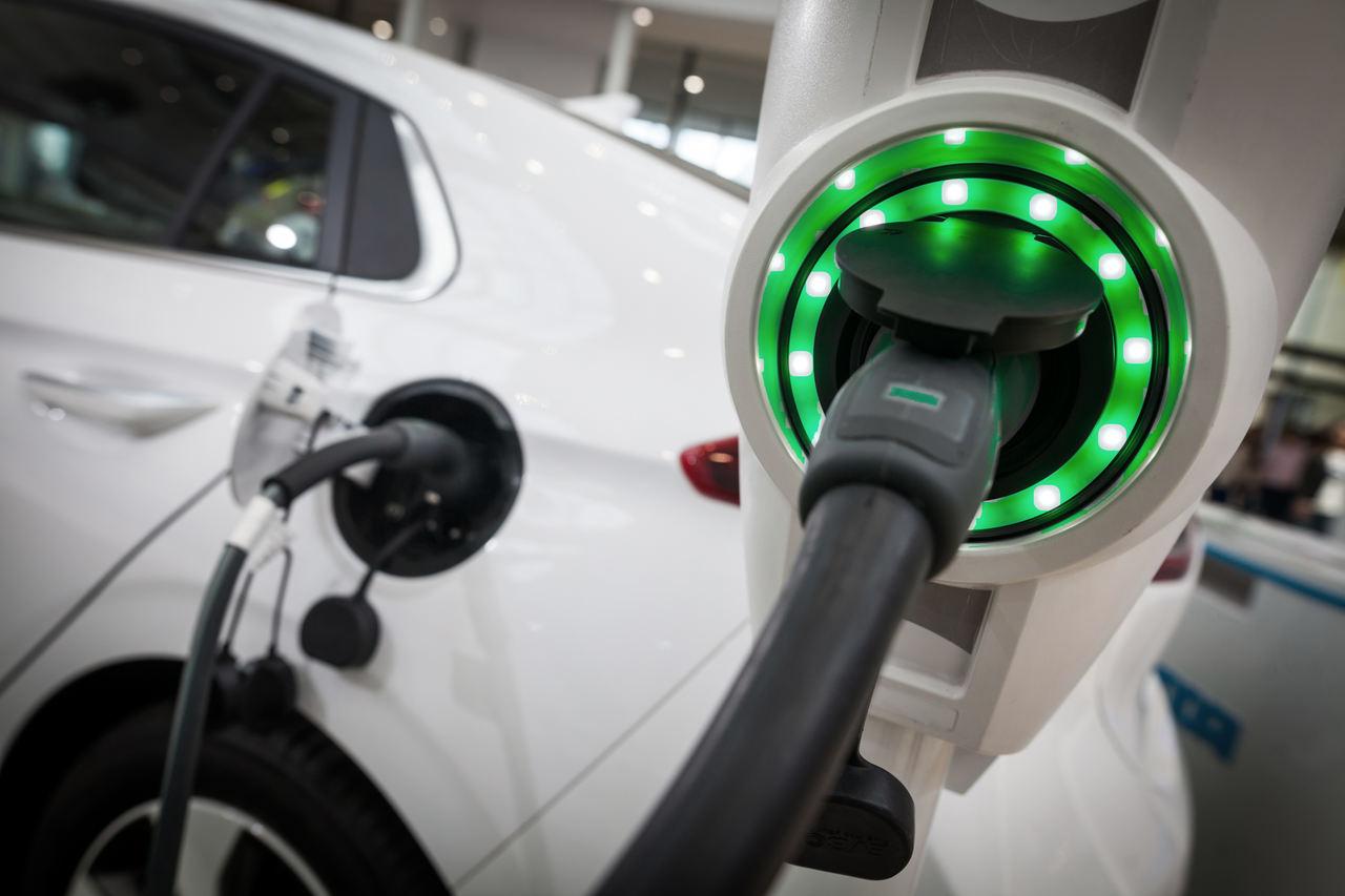 carregador de carro elétrico verde