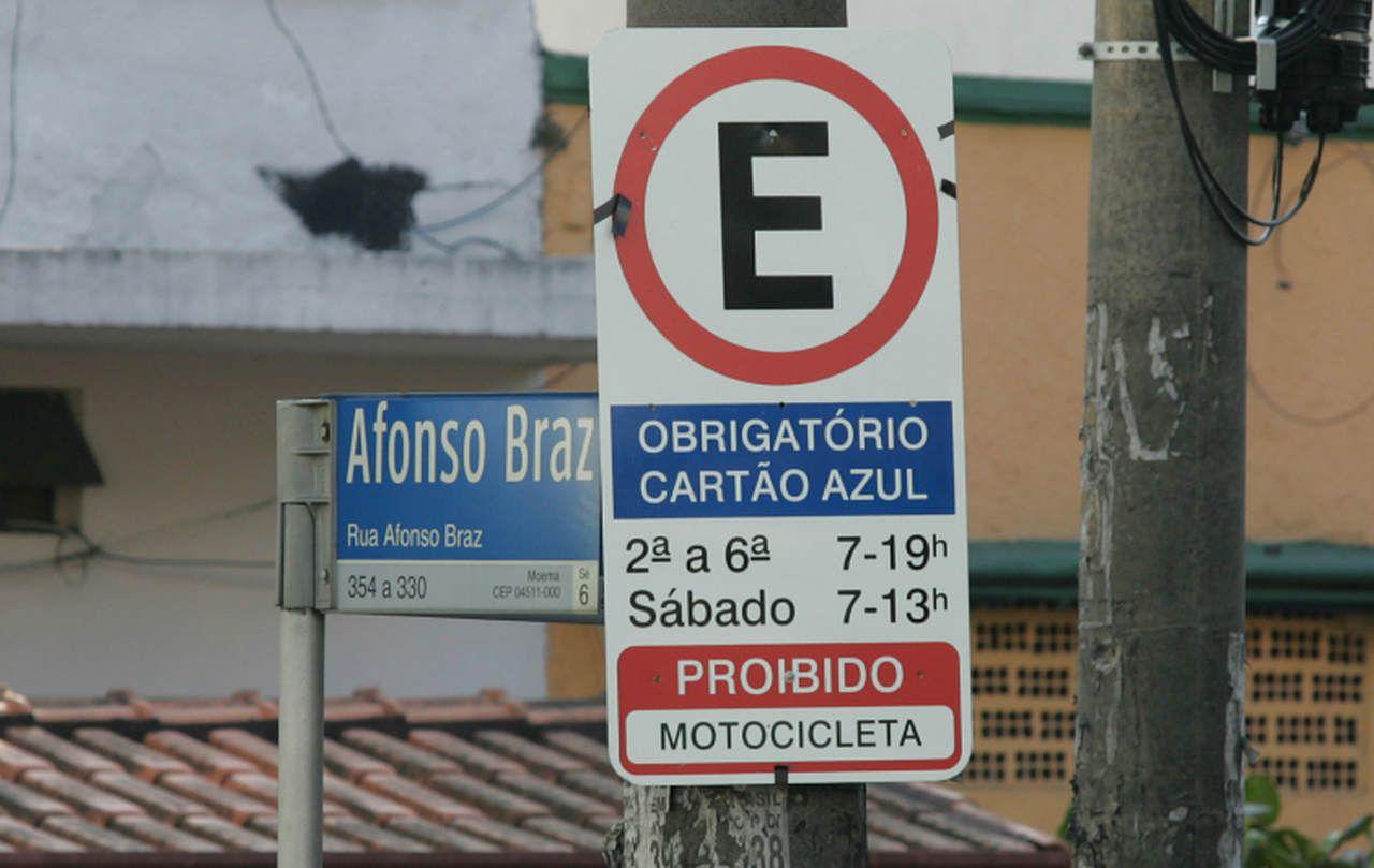 Prefeitura ou App: quem define as regras do estacionamento rotativo?