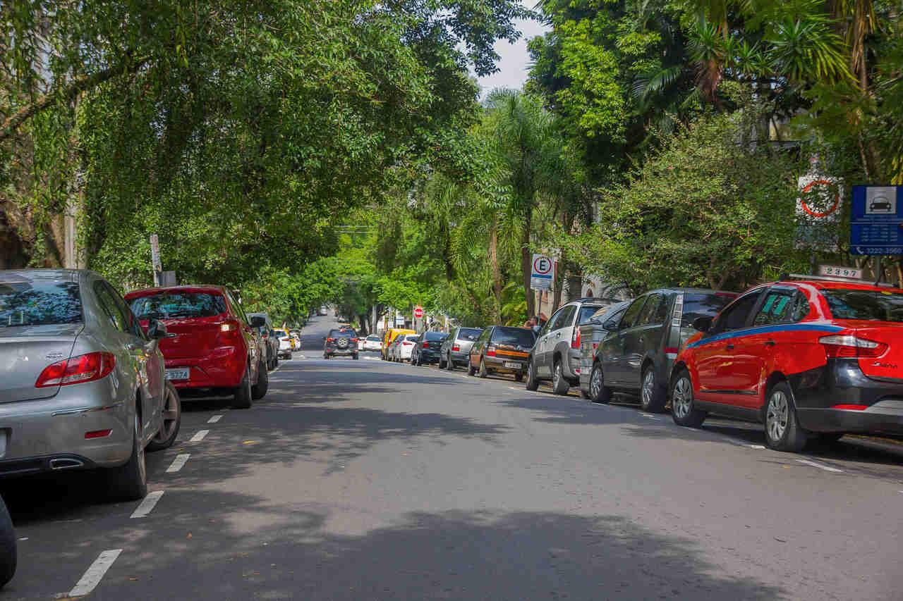 carros estacionados zona azul estacionamento rotativo brasil