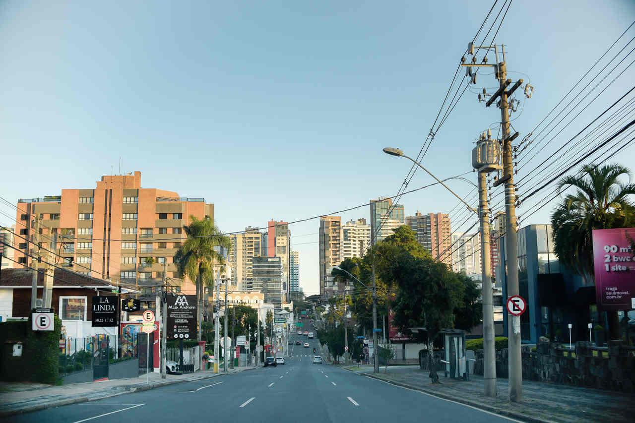 Rua Francisco Rocha Curitiba vazia por conta do coronavírus e da quarentena