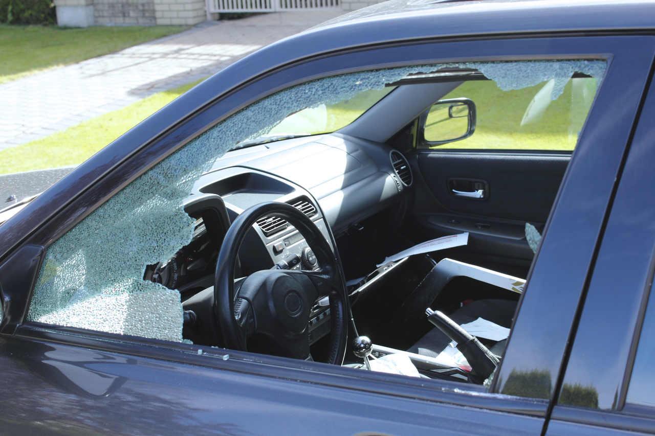 carro roubado vidro quebrado