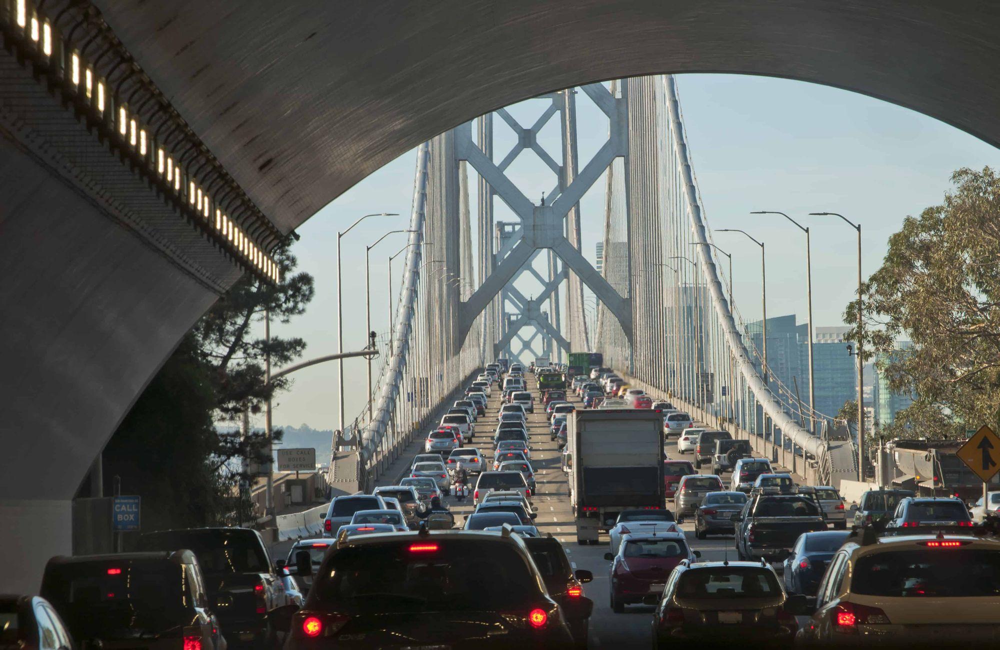 Transito ponte engarrafamento de carros